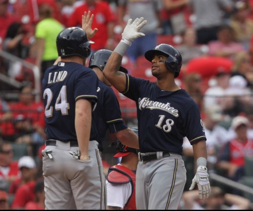 Oakland Athletics acquire OF Khris Davis in trade with Milwaukee Brewers