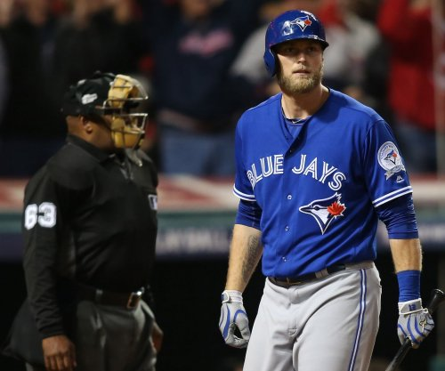 Philadelphia Phillies sign OF Michael Saunders for $9 million
