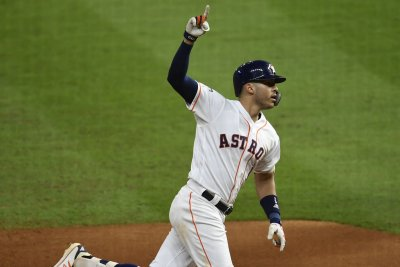 ALCS: Astros' Carlos Correa forces Game 6 with walk-off homer vs. Rays