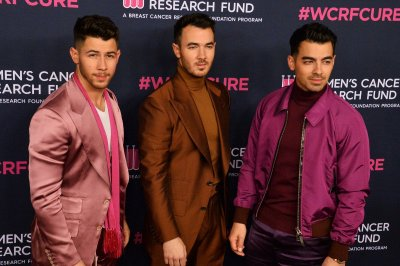 Jonas Brothers play 'Sing It Like' on 'The Tonight Show'