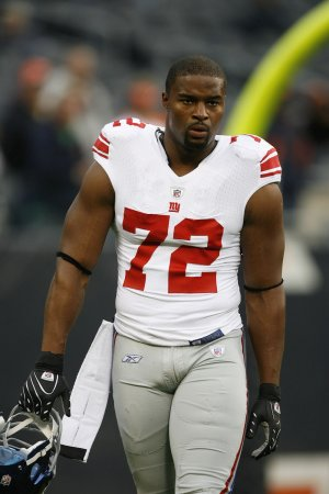 Umenyiora blames knee for missing practice