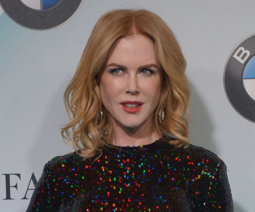 Nicole Kidman kisses Naomi Watts at Crystal + Lucy Awards