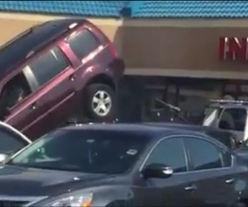 Florida man tries tow truck tug-of-war to free SUV