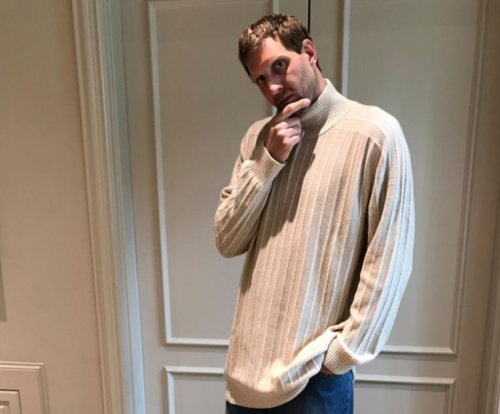 Dirk Nowitzki sports '90s threads during spring cleaning