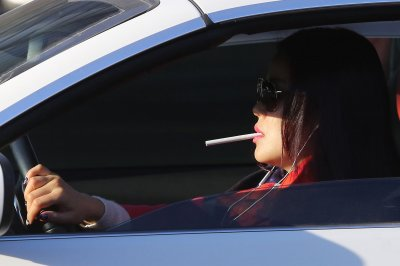 Honolulu council bans smoking in cars with minors