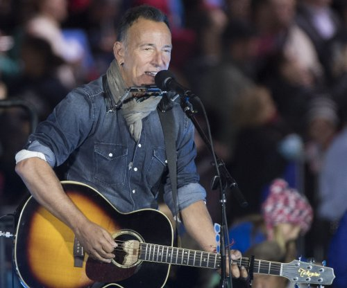 Bruce Springsteen extends Broadway show until December
