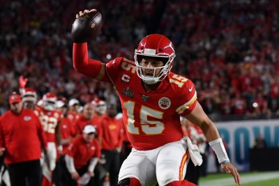 Fantasy football: Mahomes, Rodgers top Week 13 quarterback rankings