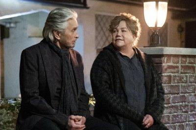 'The Kominsky Method': Michael Douglas, Kathleen Turner reunite in Season 3 photos
