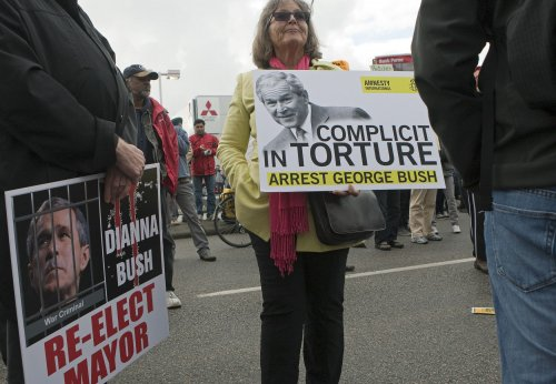 Canadian protesters demand Bush arrest