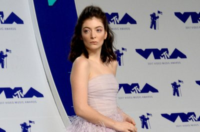 Lorde adds Run the Jewels, Mitski to North American half of Melodrama tour