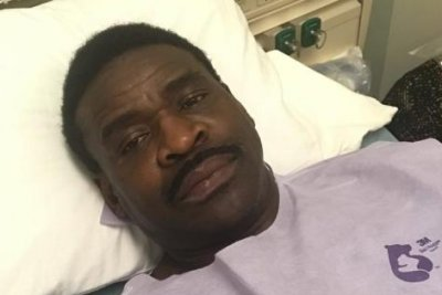 Pro Football Hall of Fame WR Michael Irvin undergoes tests for throat cancer