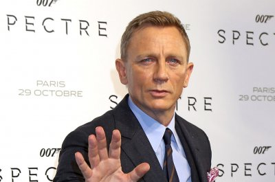 James Bond star Daniel Craig protects injured foot with boot during workout