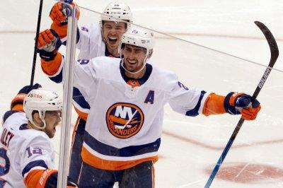 NHL playoffs: Islanders beat Penguins in 2OT, get series lead