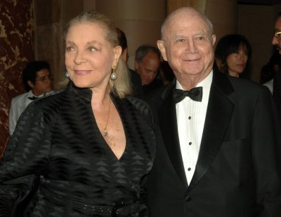 Theater giant Schoenfeld dead at 84