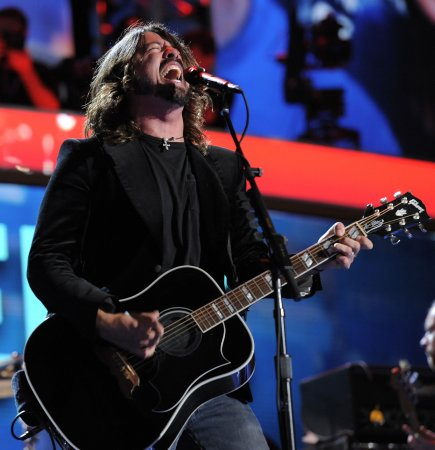 Dave Grohl to reunite with NIN, QotSA for Grammys