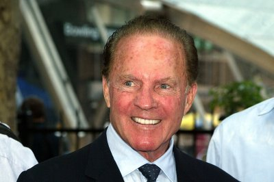 NFL legend Frank Gifford dies at 84