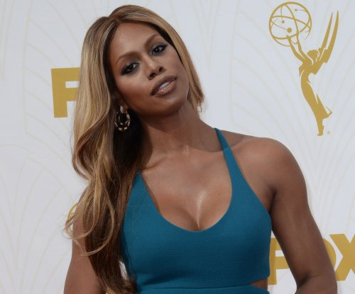 Stars dazzle on red carpet for the 2015 Emmy Awards ceremony