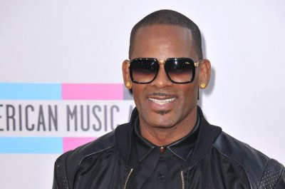 "R. Kelly says there's ""something strange"" about Cosby accusers"
