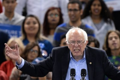 Sanders leads pack of Democratic 2020 hopefuls at D.C. summit
