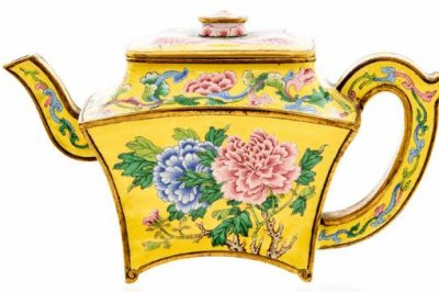 'Teapot' found in garage sells for nearly $500,000