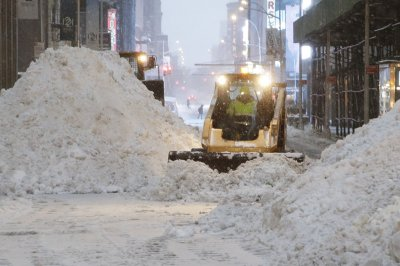 New York, Pennsylvania dig out from heavy snow after historic nor'easter