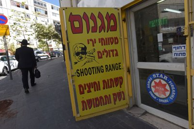 Palestinian suspect killed after Jerusalem border guard stabbed
