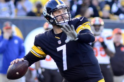 Ben Roethlisberger comes off bench to lead Steelers