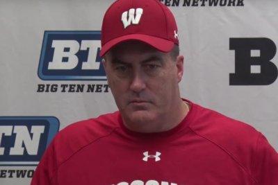 No. 8 Wisconsin starts slow, finishes off Northwestern