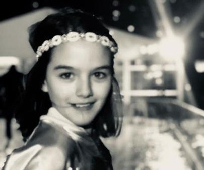 Katie Holmes posts new photo of Suri ahead of Grammys