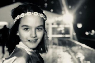 Katie Holmes posts new photo of Suri ahead of Grammys