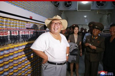 Kim Jong Un visits fish pickling plant in short sleeves