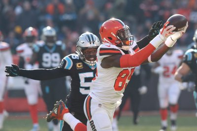 Browns TE David Njoku out with broken wrist, concussion