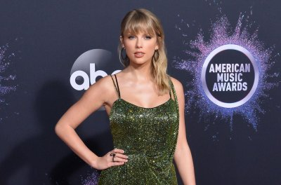 Taylor Swift releases AMA remix of 'Lover'