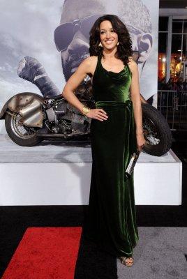 Jennifer Beals to star in TNT pilot 'Proof'