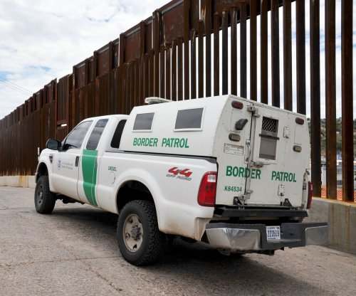 Poll: 4 in 10 Americans favor wall at Canadian border