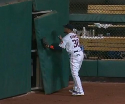 Houston Astros' Carlos Gomez fights with wall, loses