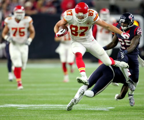 Kansas City Chiefs TE Travis Kelce slapped with two fines