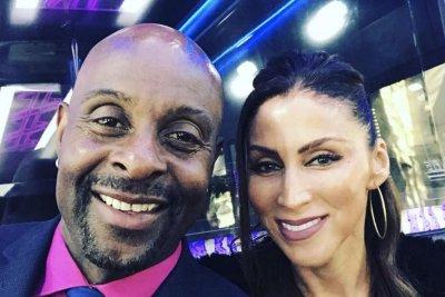 Jerry Rice proposes to longtime girlfriend Latisha