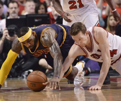 Chicago Bulls move quiickly to keep Dunleavy