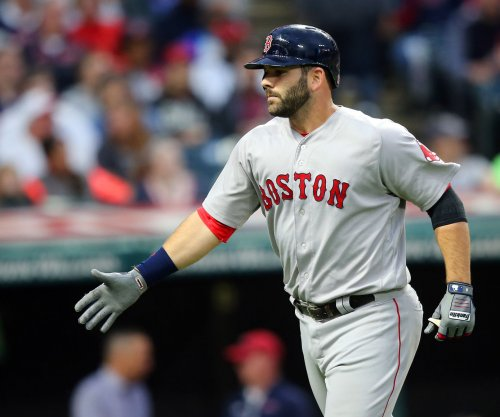 Mitch Moreland, Boston Red Sox blank hapless Cincinnati Reds