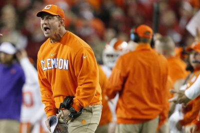 No. 3 Clemson wary of Syracuse, QB Eric Dungey