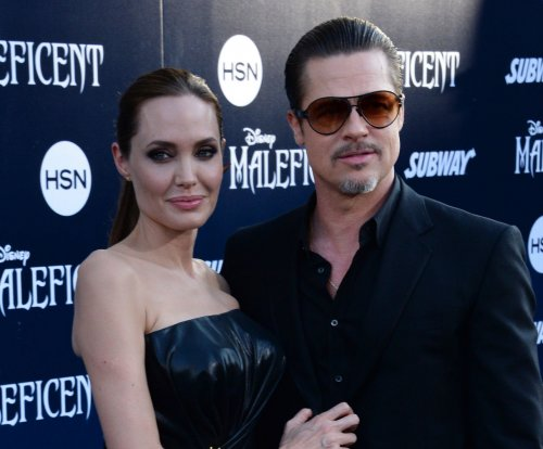 Angelina Jolie, Brad Pitt fly in coach with their kids