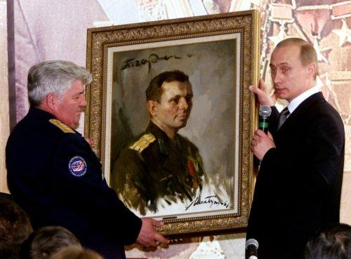 India unveils statue of cosmonaut Gagarin