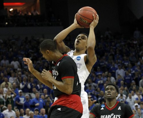 Tyler Ulis joins Kentucky teammates leaving for NBA Draft