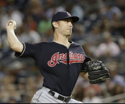 Josh Tomlin outpitches Chris Sale as Cleveland Indians defeat Chicago White Sox