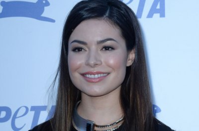 Miranda Cosgrove, Jennette McCurdy reunite for epic Halloween photo