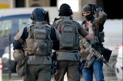 German police save hostage, capture suspect at train station