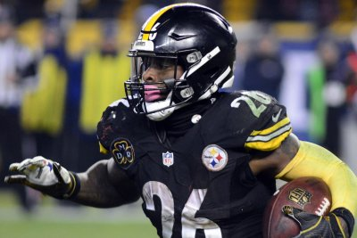 Le'Veon Bell doesn't report to Steelers on Monday