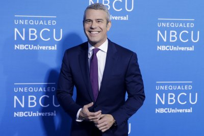 Andy Cohen honors Gloria Vanderbilt: She 'was an amazing woman'