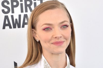 Amanda Seyfried apologizes after calling out influencer for 'unhealthy body image'